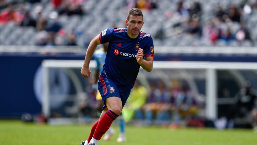 El Mediocampista del Chicago Fire FC Luka Stojanović Recibe la Residencia Permanente de EE.UU.