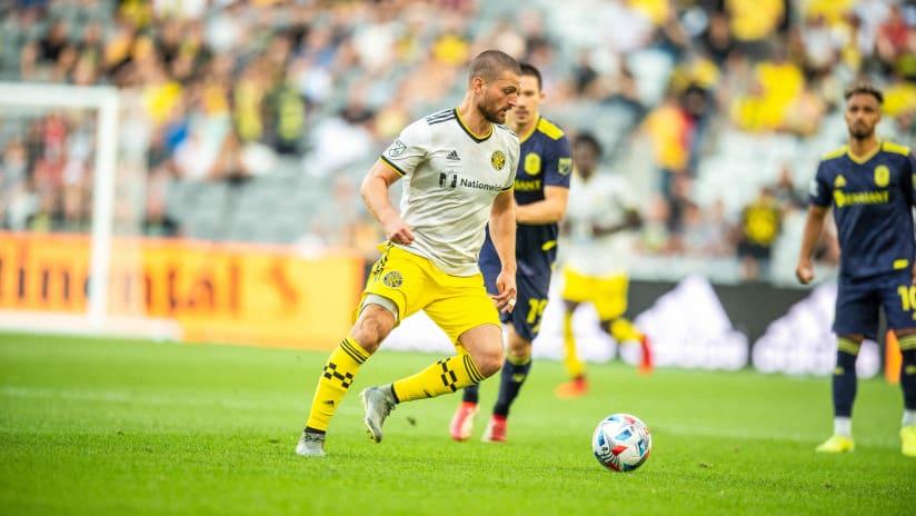 Columbus Crew midfielder Perry Kitchen undergoes successful back surgery