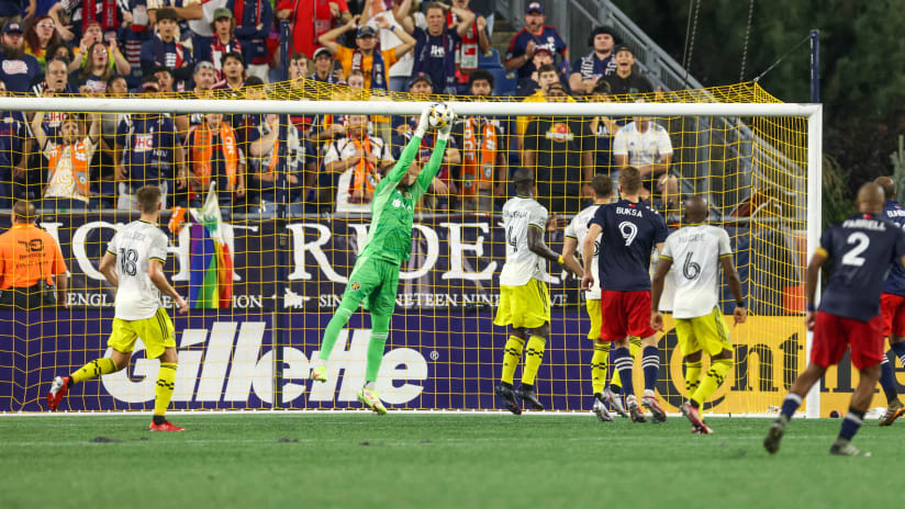 SAVES | Eloy Room stays in match despite injury, comes up with back-to-back saves to preserve MASSIVE road draw