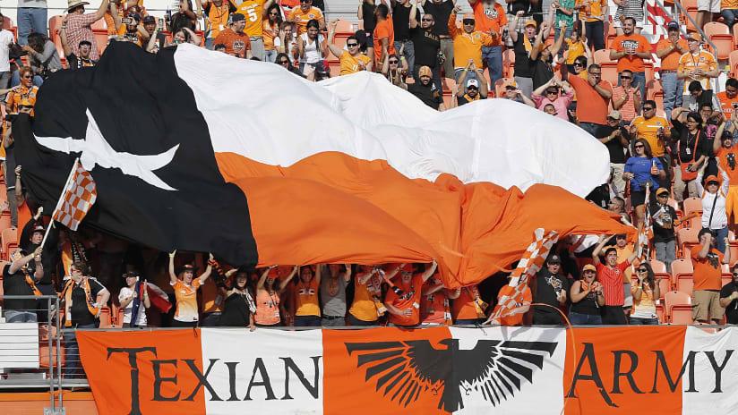 HOU_030616_texasflag
