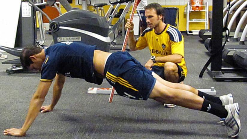 omar_fitnessinsider_pushup