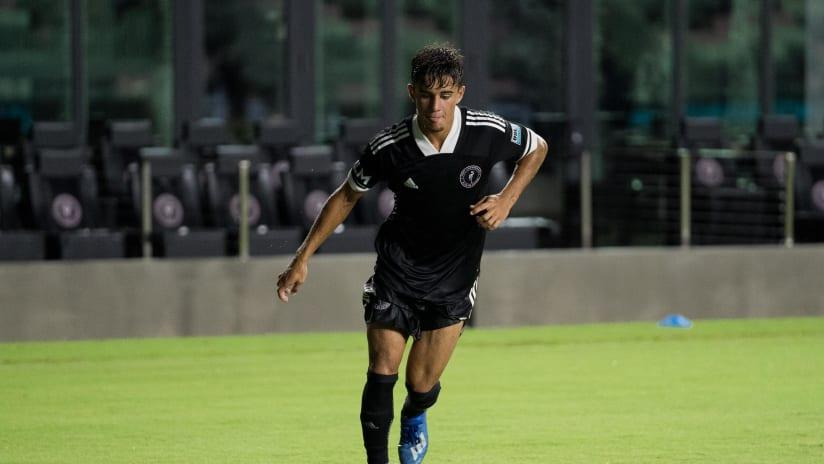 Edison Azcona, extremo de la Academia, convocado por la Selección Nacional de la República Dominicana