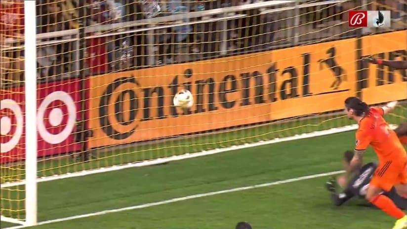 GOAL: Ethan Finlay, Minnesota United FC - 17th minute