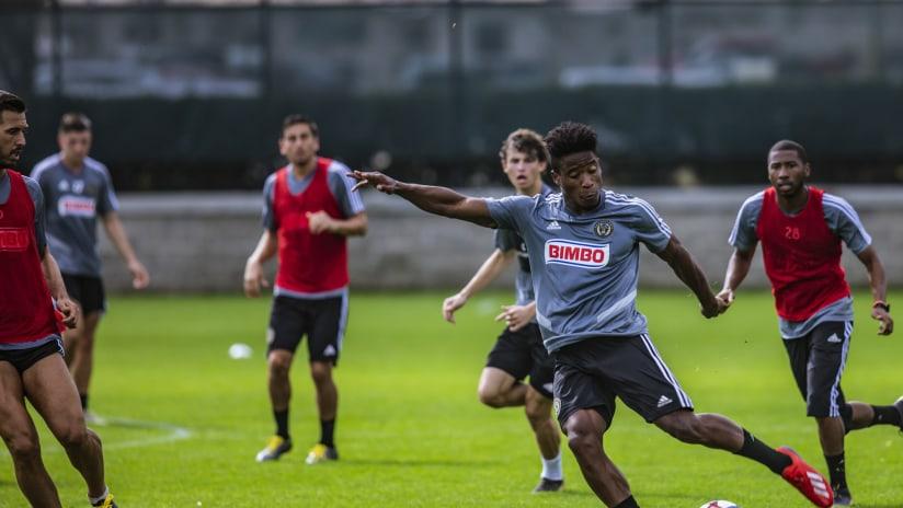 Santos preseason 2019 kicking ball