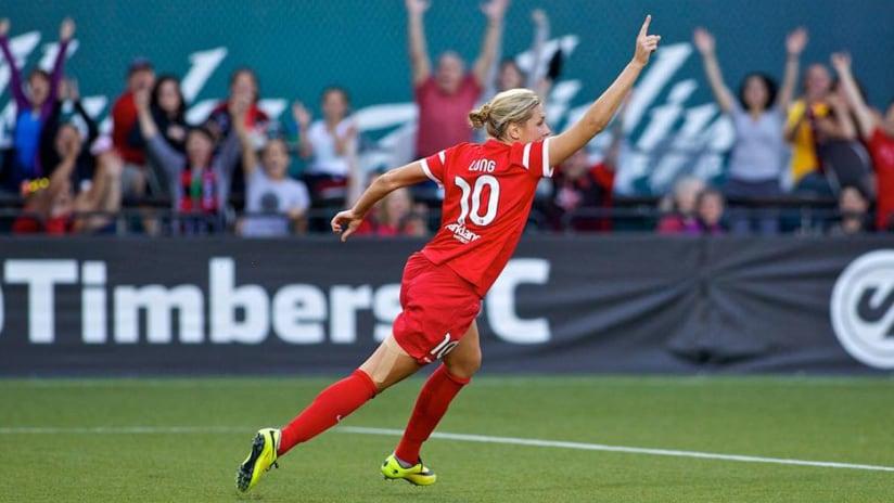 Allie Long celebrates goal, 5.21.14