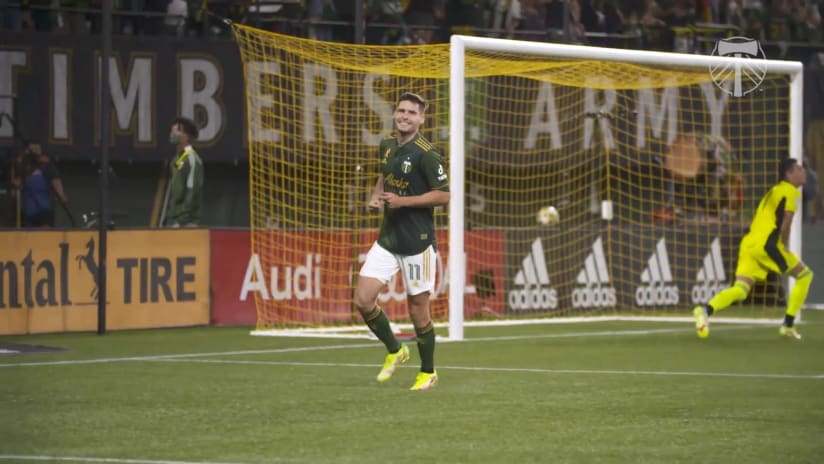 SLOMO | Jaroslaw Niezgoda scores on his first shot since returning from injury in win over RSL