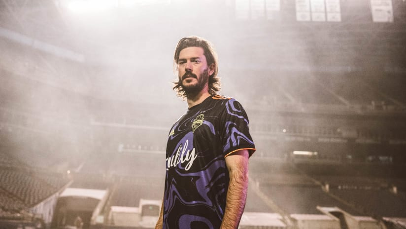 Jimi Hendrix Kit named as a top ten jersey in global soccer by SoccerBible.com