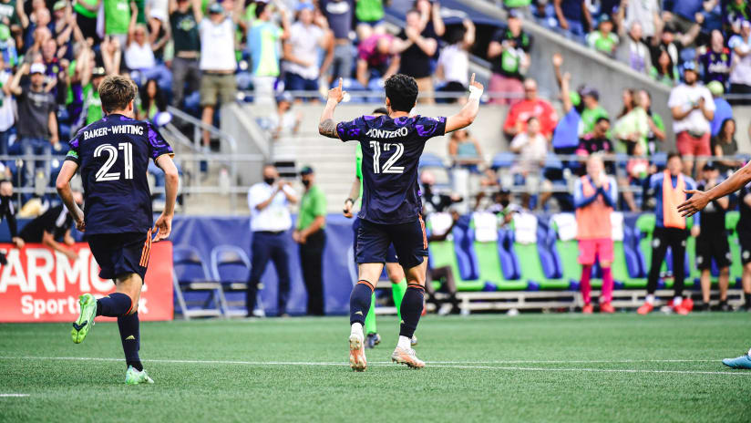 GOAL: Fredy Montero pulls one back for Seattle