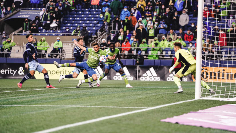 GOAL: Shane O'Neill puts Seattle ahead in the 5th minute