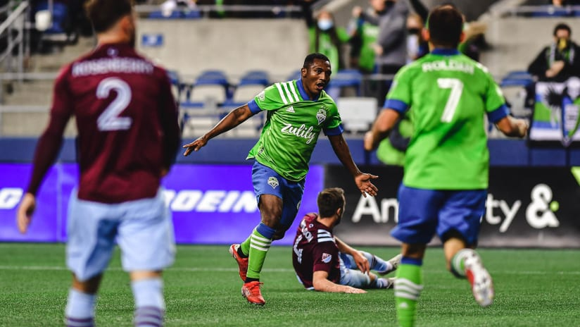 GOAL: Jimmy Medranda doubles the lead for the Rave Green