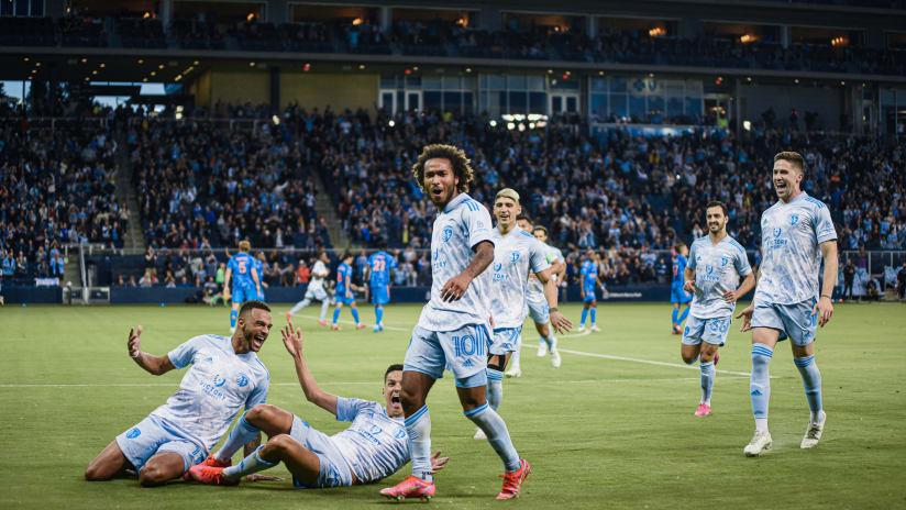 Gialuca Busio's stunning free kick named AT&T MLS Goal of the Week