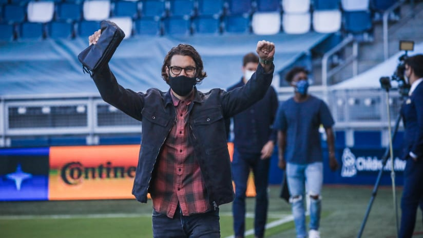 Graham Zusi smiling with mask - Sporting KC
