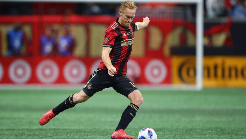 Jeff Larentowicz –Atlanta United –strikes ball
