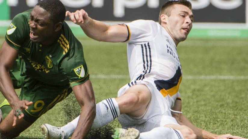 Fanendo Adi -- slide tackle -- vs Galaxy