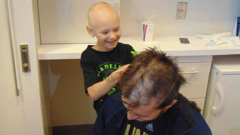 Philadelphia Union goalkeeper John McCarthy has head shaved by young cancer patient