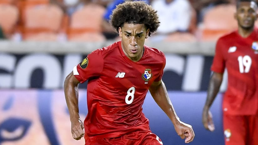 Houston Dynamo sign Panama midfielder and send out defender via loan deals