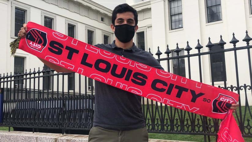 St. Louis City SC - Fan - Holding scarf