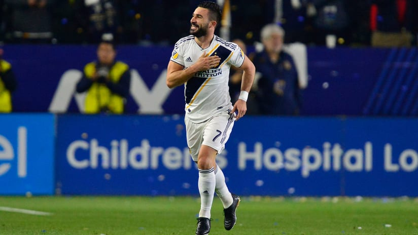 Romain Alessandrini - LA Galaxy - hand over crest celebration