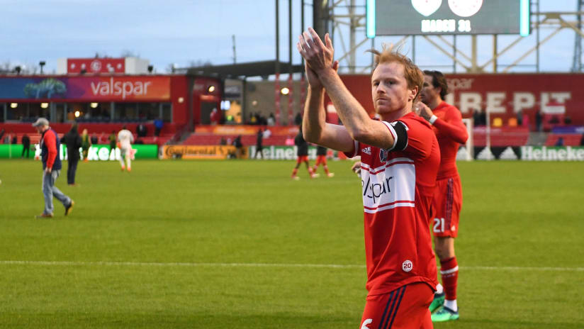 Dax McCarty - Chicago Fire - Claps the fans