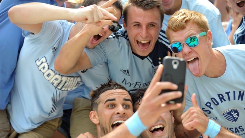 Dom Dwyer takes a selfie