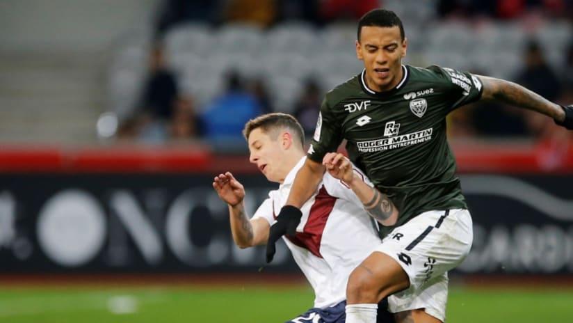 Jhonder Cadiz - Ligue 1 - battling for ball