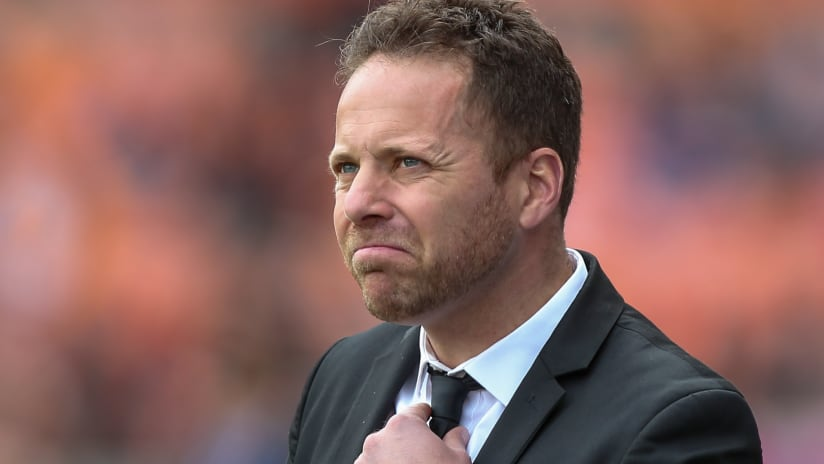 Marc Dos Santos adjusts tie - Vancouver Whitecaps