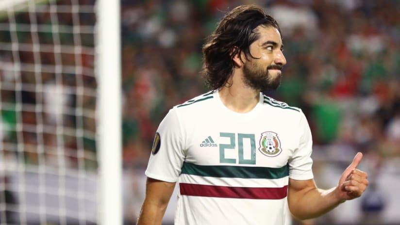 Rodolfo Pizarro - Mexico - thumbs up