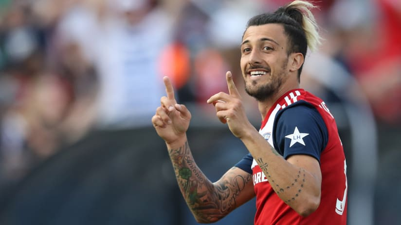Maxi Urruti - FC Dallas - celebrating a goal