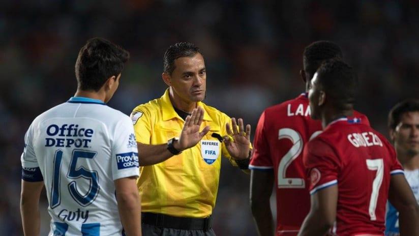 Referee Melvin Matamoros - Pachuca vs. FC Dallas - CONCACAF Champions League - April 4, 2017