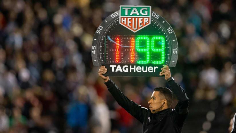 Substitute board - referee - alone