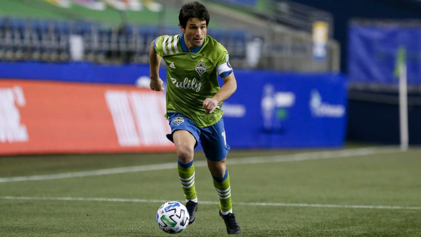 Nicolas Lodeiro - Seattle Sounders - looking for pass