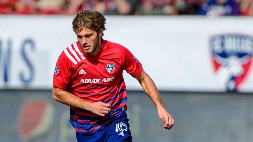 Tanner Tessmann dribbles - FC Dallas