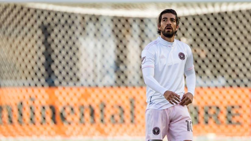 Rodolfo Pizarro looks on in frustration