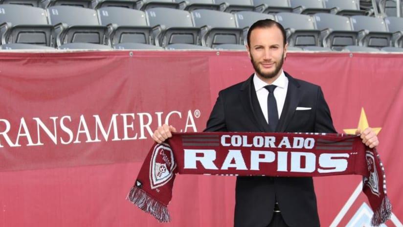 Shkëlzen Gashi holds Colorado Rapids scarf
