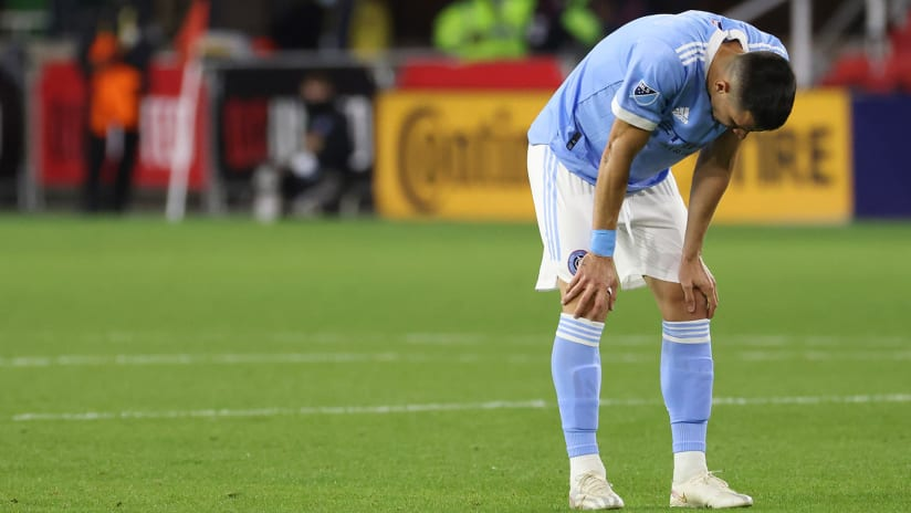 Alfredo Morales - NYCFC - hands on knees