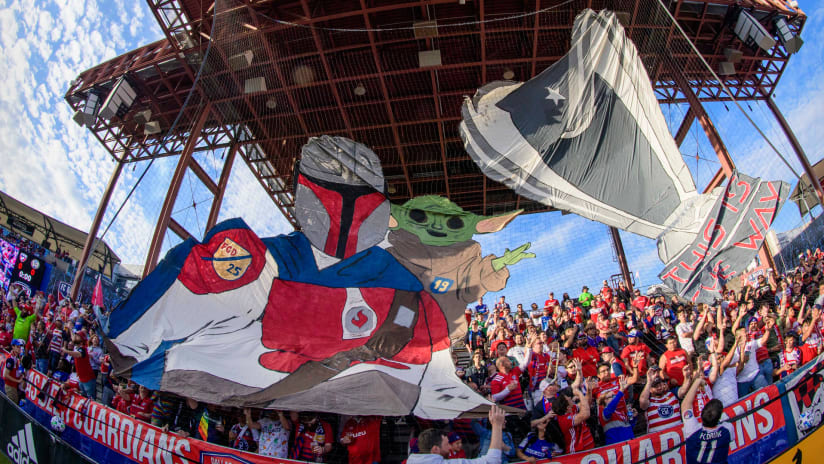 FC Dallas fans - Mandalorian - Baby Yoda - tifo - 2020 opener