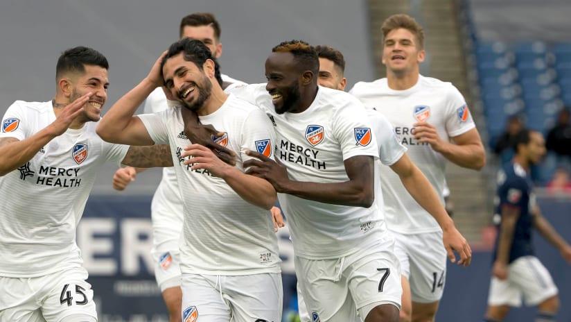 FC Cincinnati celebrate Kenny Saief goal