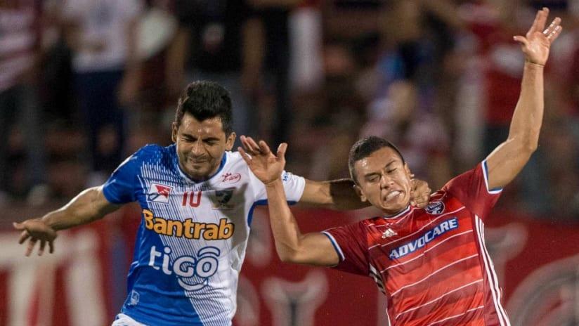 Carlos Lizarazo - FC Dallas - Fights for the ball