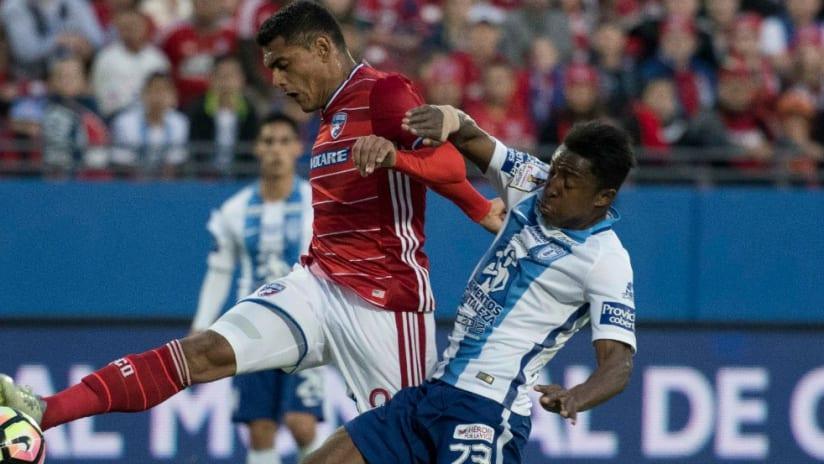 Cristian Colman - Oscar Murillo - FC Dallas - Pachuca - CCL - action