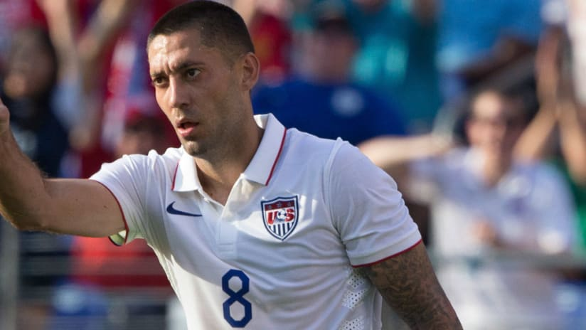 Clint Dempsey wags a finger with the US men's national team