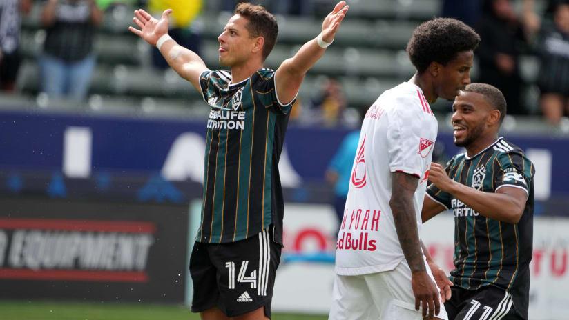Javier Hernandez – LA Galaxy–arms raised