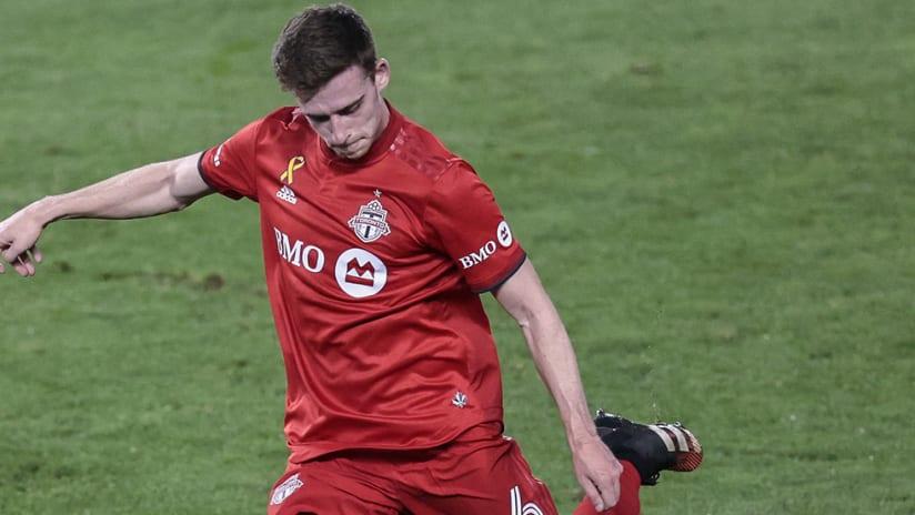 Tony Gallacher - Toronto FC - crossing ball