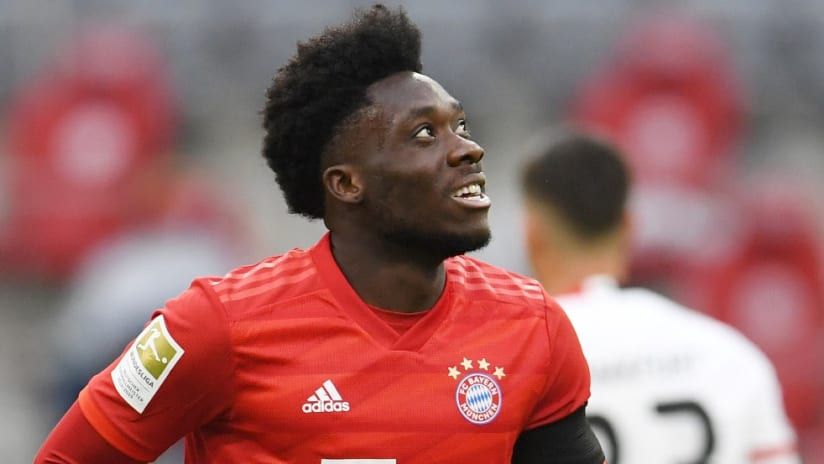 Alphonso Davies - looks skyward - Bayern Munich