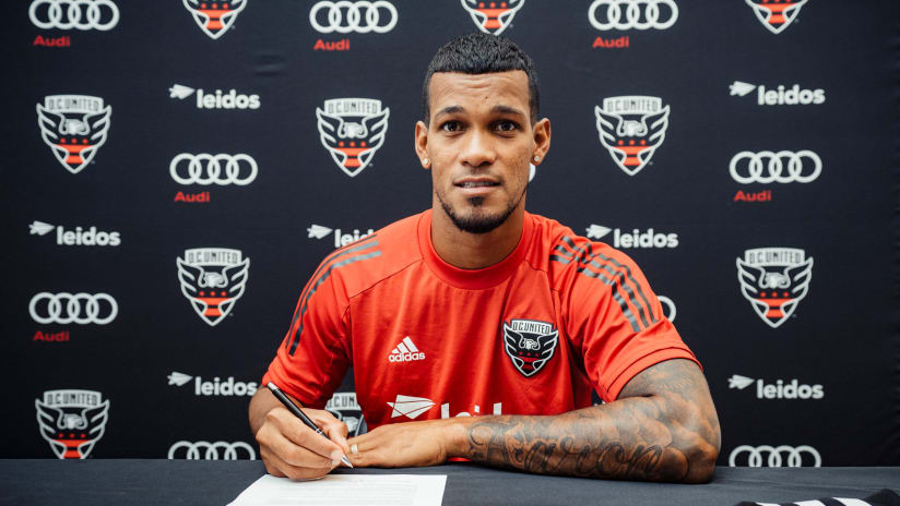 Gelmin Rivas signing contract DC United