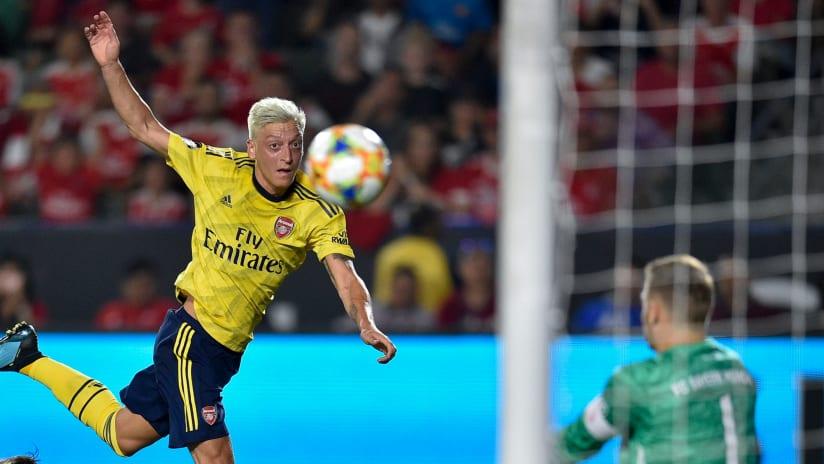 Mesut Ozil shoots - Arsenal