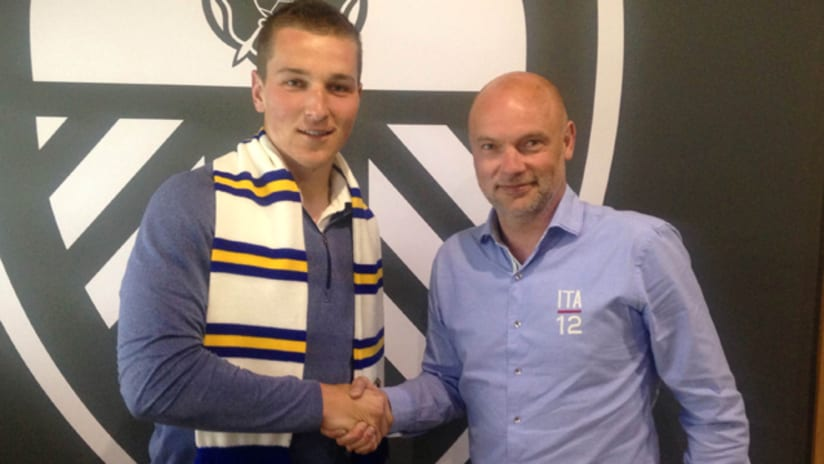 Charlie Horton signs with Leeds United