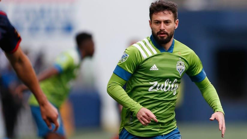 Joao Paulo - Seattle Sounders - pursuing ball