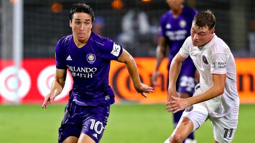 Mauricio Pereyra dribbles - Orlando City SC