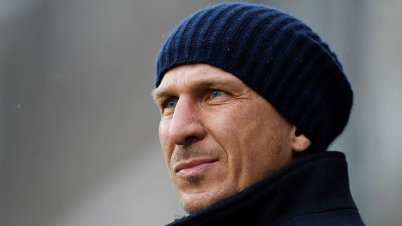 Gerhard Struber - Red Bulls coach - blue beanie sideline
