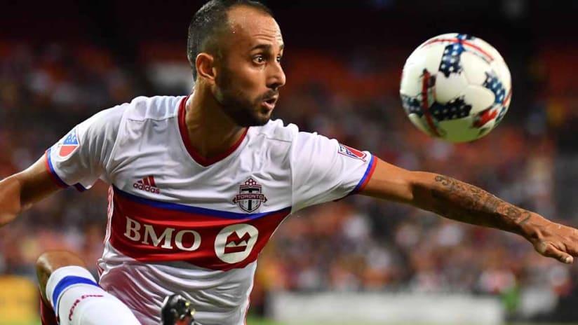 Victor Vazquez - Toronto FC - controls the ball - close-up
